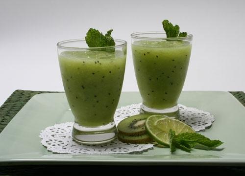Honeydew and kiwi smoothie