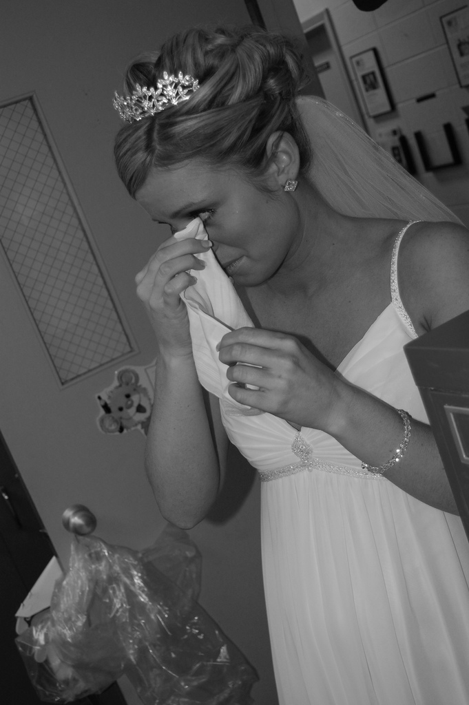 3292376473_000deb3a99_b_crying-brides-photos