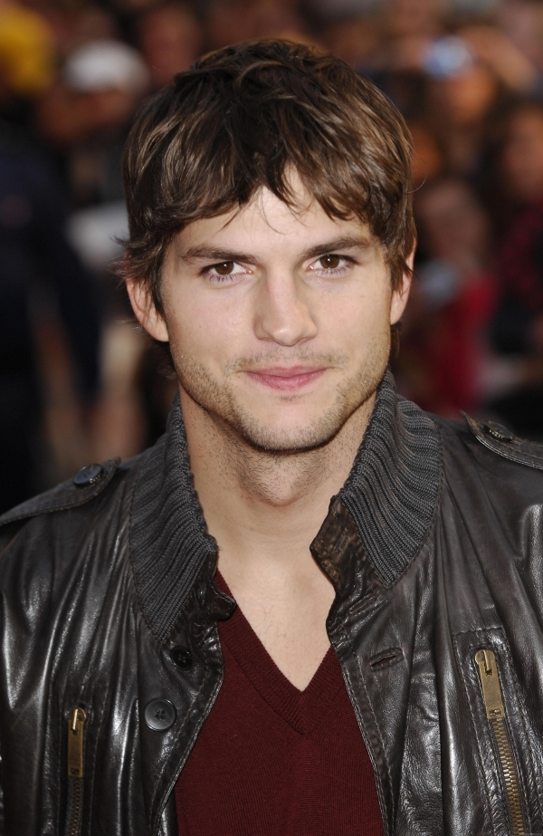 Mouth-watering—that's the perfect description for Ashton Kutcher, and I'm sure any woman couldn't agree more!
