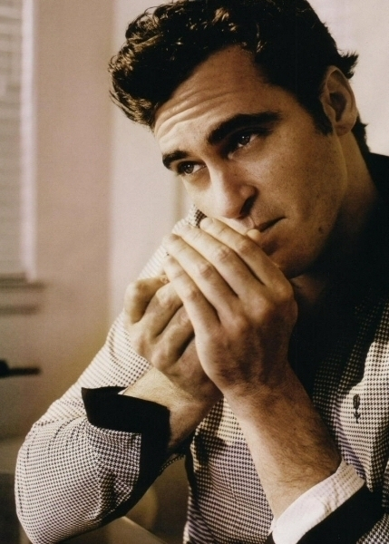 Some people think that the scar on Joaquin Phoenix is due to a corrective surgery, but they've got it all wrong.