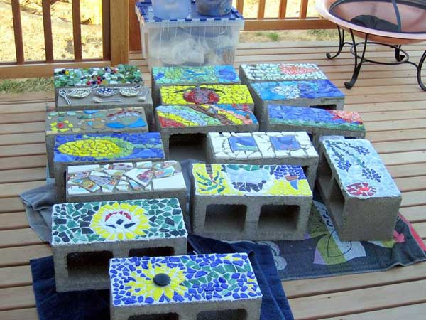 Concretes may be the last thing you want to put into your garden, but these mosaic blocks can surely make you think otherwise.