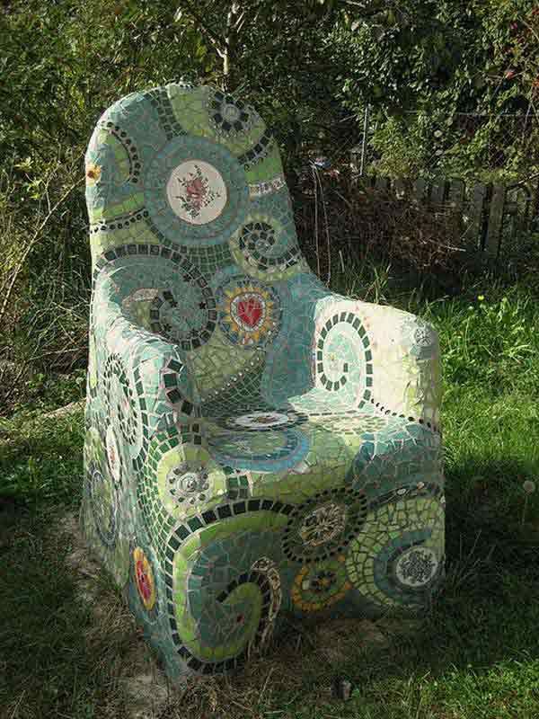 Oh boy, this garden chair can absolutely make you feel like the demi-god of the gardens!