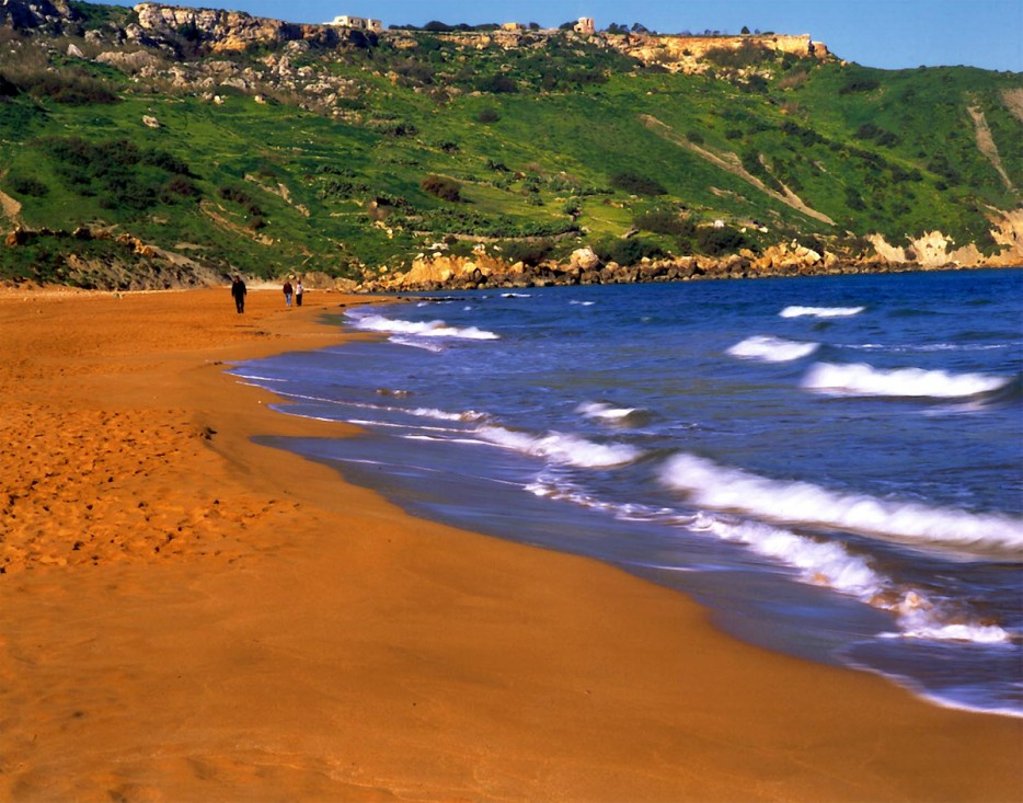 One of the most known orange sand beaches can be found at the coastline of Ramla Bay Islands.
