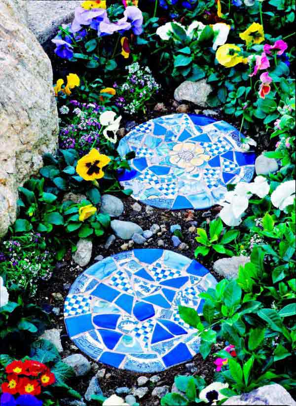 Through this very unique project, you can turn those stepping stones into your garden's chief attraction.