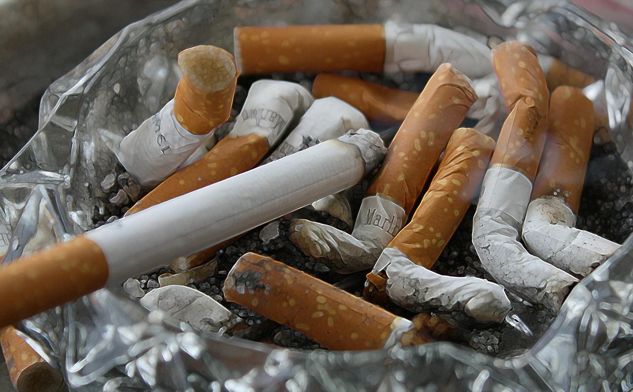 e04cefad036def1acaedde79_1280_smoking