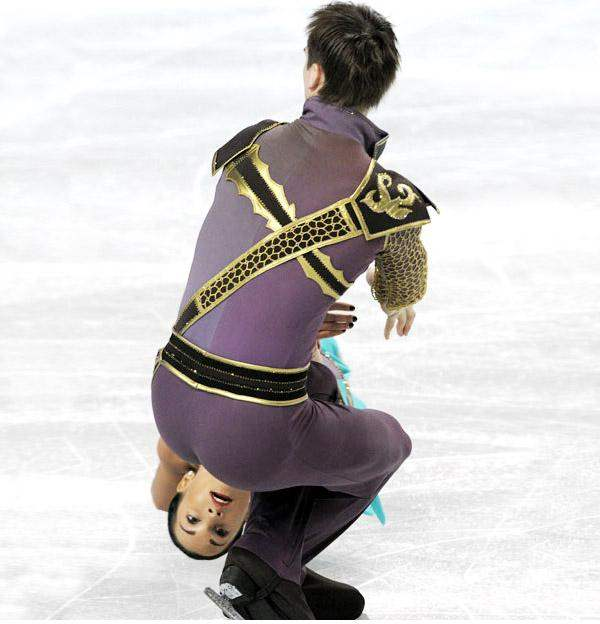 perfectly-timed-photos-ice-skating