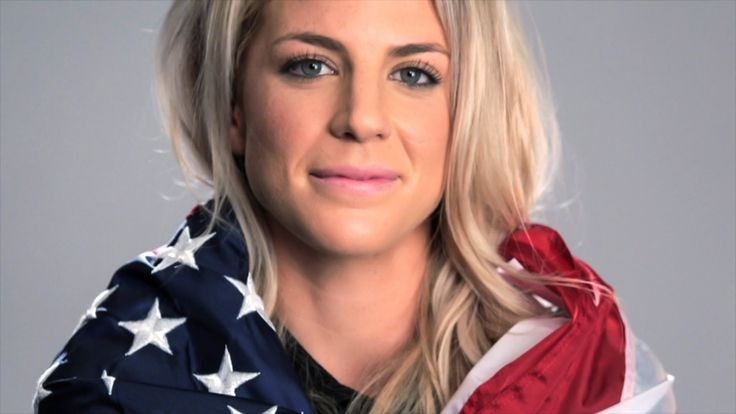 most-beautiful-female-soccer-players-julie-johnston