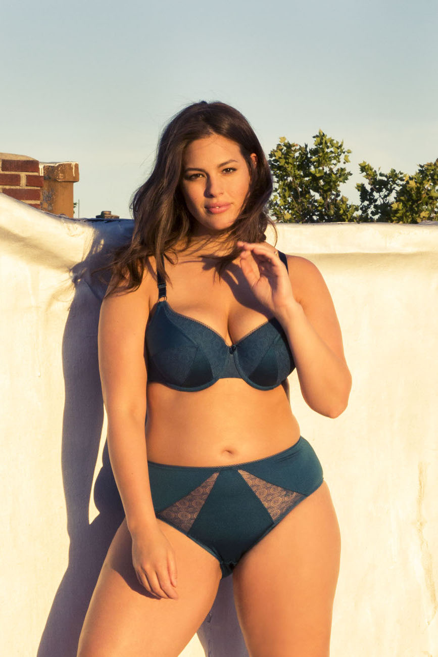 Batch 1- Bust It Open- Plus Size Models are What's Sizzling Today- Ashley Graham