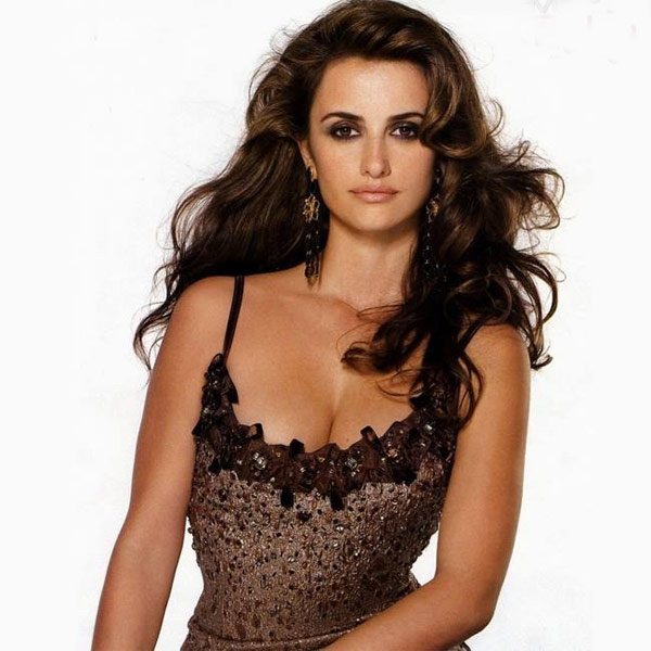 Batch 4- 15 Sizzling Celebrity Mothers Who Can Still Rock It- Penelope Cruz