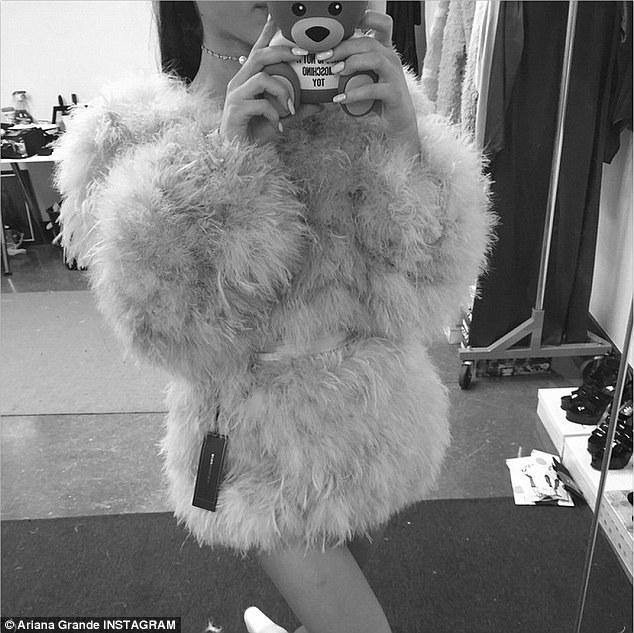 Batch 4- Selfie Mania- 15 Celebrities Who Did It Wrong- Ariana Grande