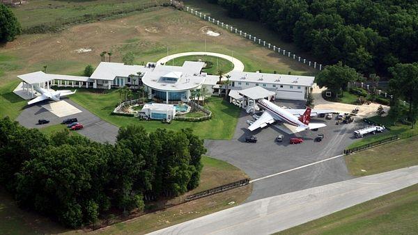 Batch 5- 15 Amazing Homes of Hollywood Celebrities- John Travolta