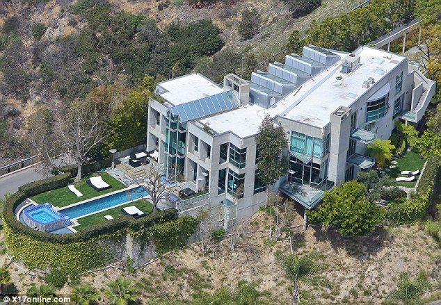 Batch 5- 15 Amazing Homes of Hollywood Celebrities- Rihanna
