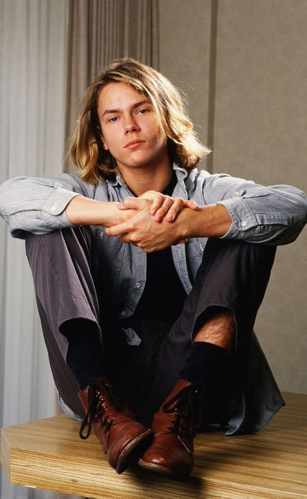 Who is dating river phoenix when he died