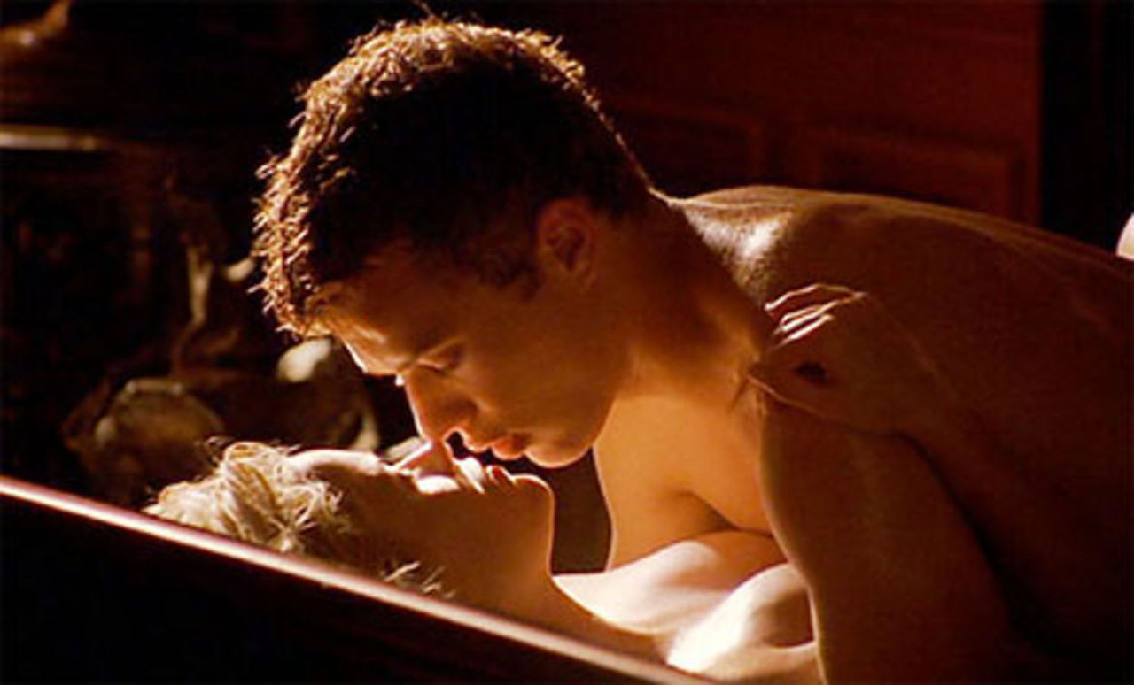 krasiviy-film-s-elementami-erotiki