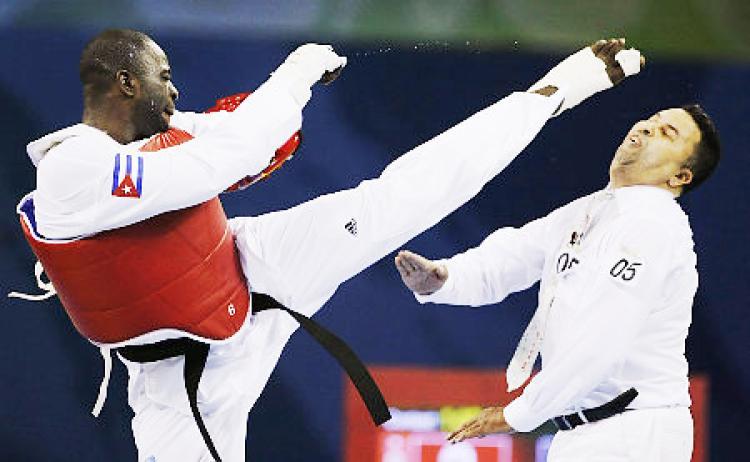 015--4-angel-matos-kicks-a-referee-in-2008-208390