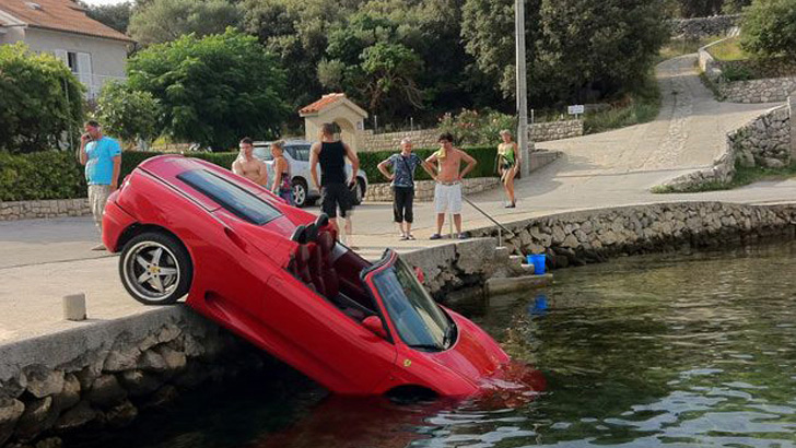 1473205346722-ferrari-crashes-in-local-pond-1473103886427