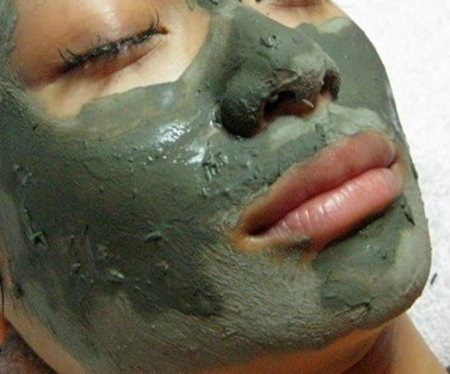 004--12-eating-facial-mask-845714817f47c1dc2b2554bee40f4c54
