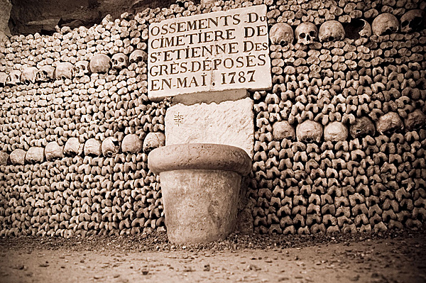 004--15-the-catacombs-of-paris-413372