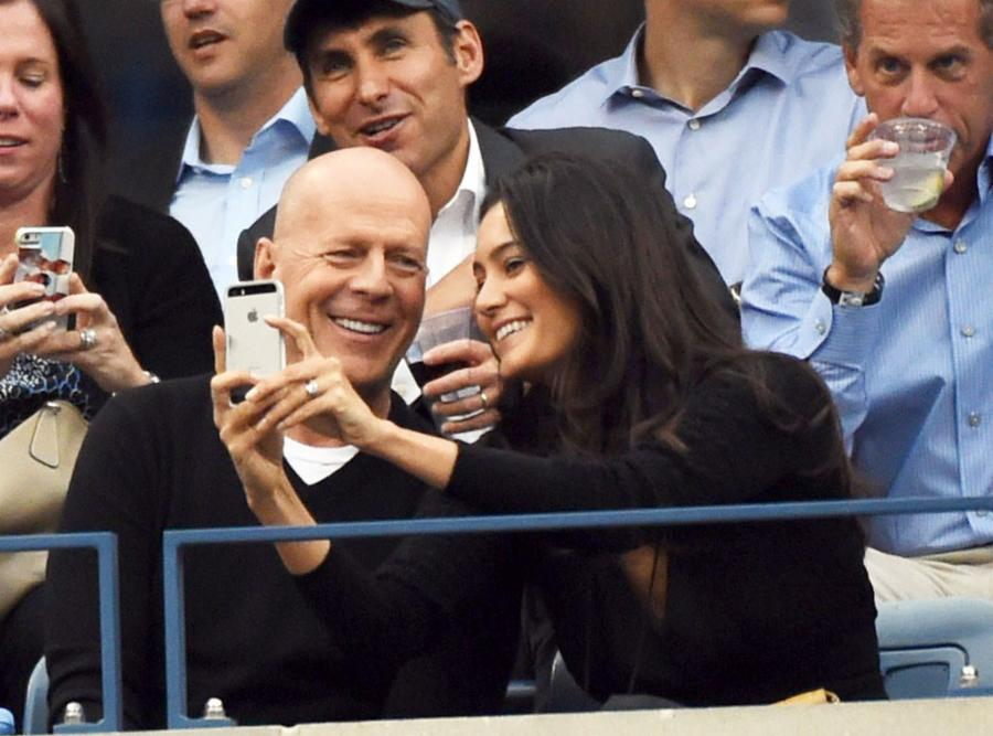 007--12-bruce-willis-and-emma-hemming-be00e241de76f357062430a9866571d7