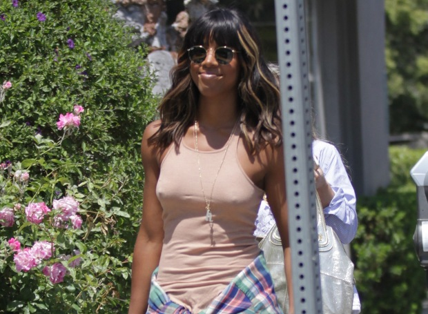 Kelly Rowland has lunch at Lemonade in Hollywood
