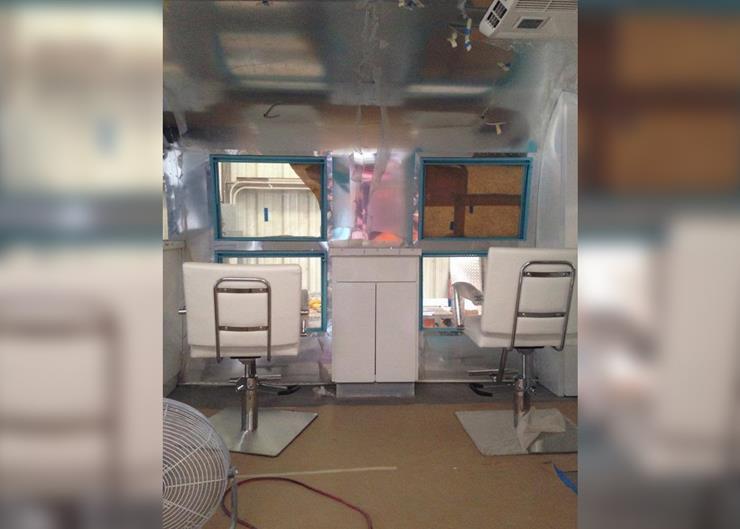 009--10-it-s-a-beauty-salon-324308