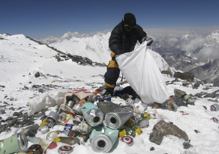 010--3-mount-everest-trash-498530