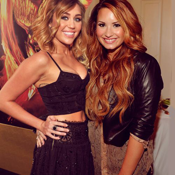 014--2-miley-cyrus-and-demi-lovato-471758