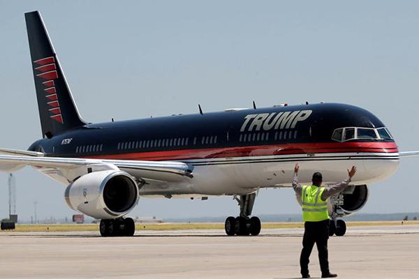 004-09-the-trump-jetliner-667139
