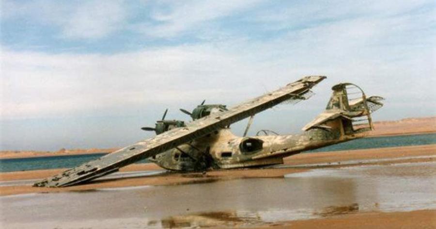 009-4-beached-plane-a5d205765bae453ff641e032ffb94de2