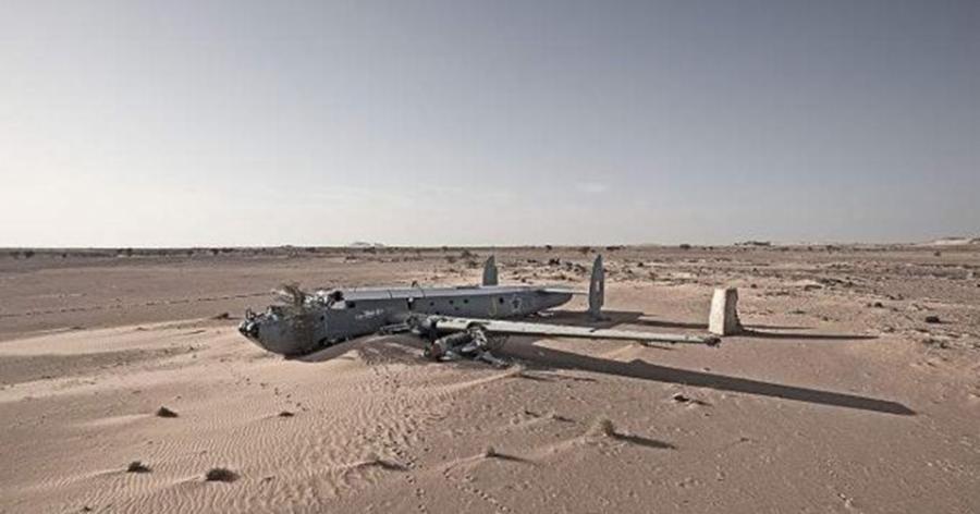 010-3-deserted-in-the-desert-81c0dc97059d41e6d6b8025e95c5b8f8