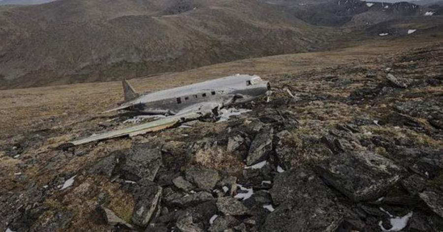 011-2-mountain-side-crash-landing-9cdbbc08e0d2a4bcf5a8ff5a4ce775b7