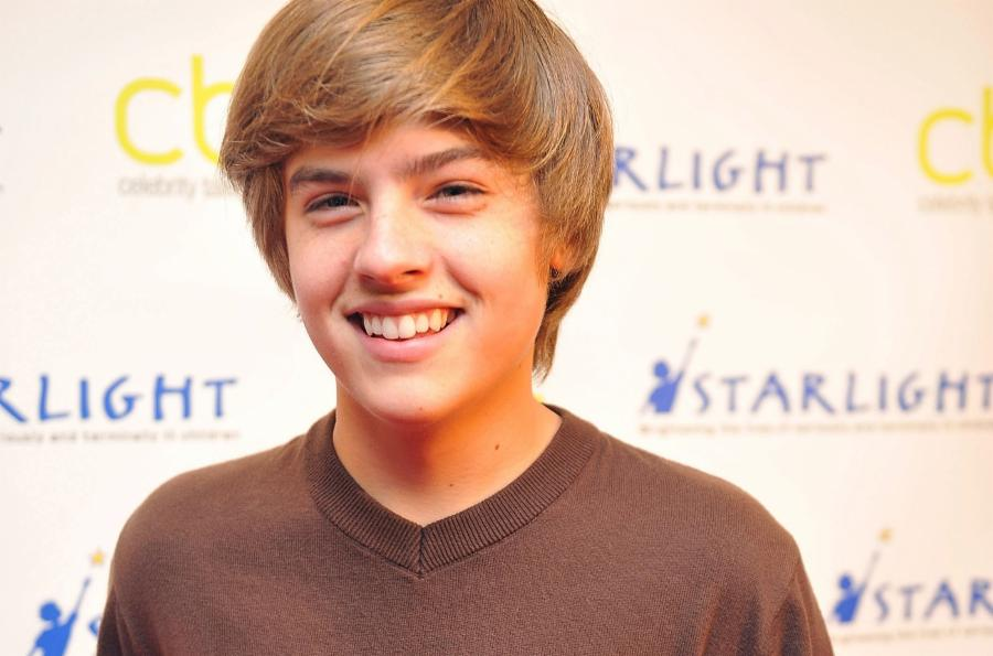 012-1-dylan-sprouse-49f047041a2e267fe25396c923e7935a