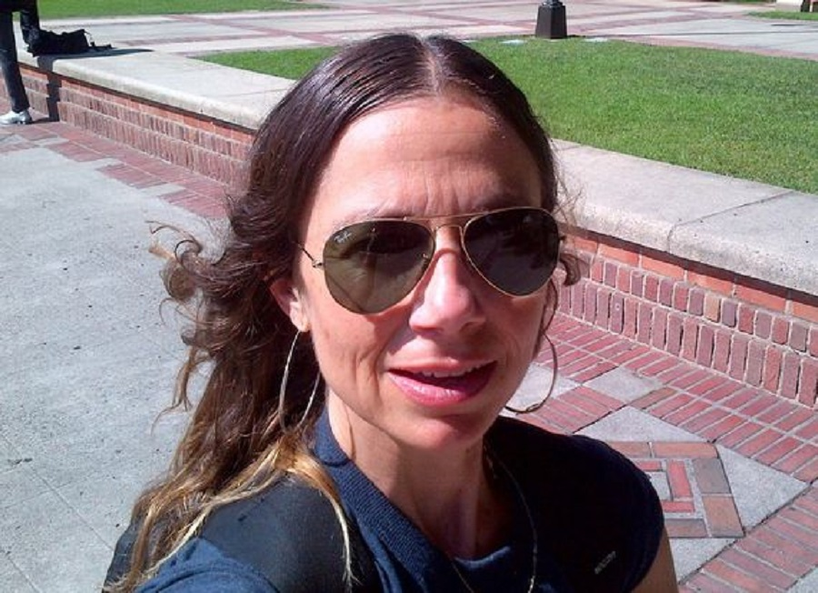014-1-selfie-on-campus-735281