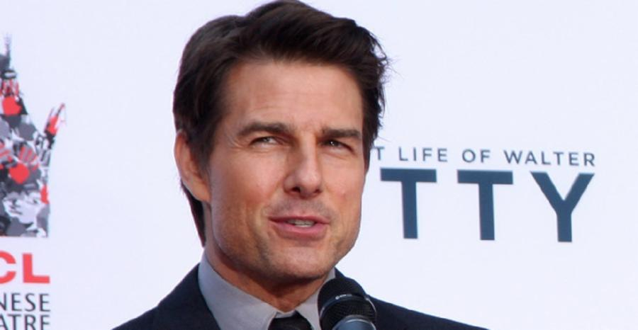 003-10-tom-cruise-61fd0722c6787aee5cb79405d78064c0