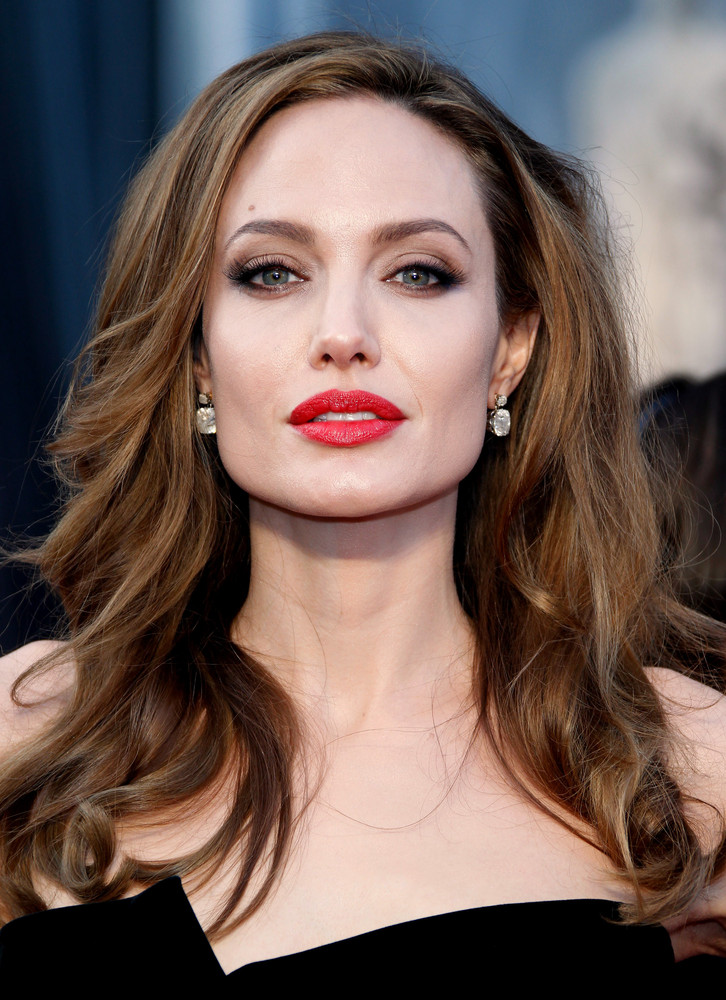 005-8-angelina-jolie-is-a-fighter-on-and-off-1038088