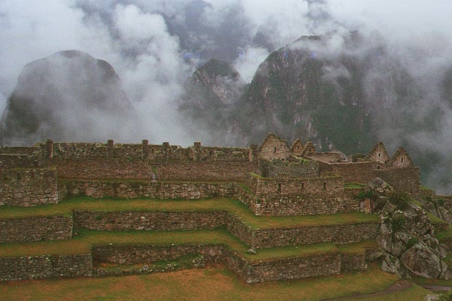010-11-fate-of-the-incas-1014937