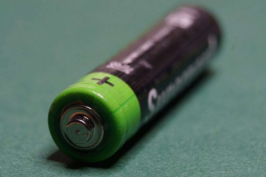 015-1-two-different-brands-of-batteries-1020528