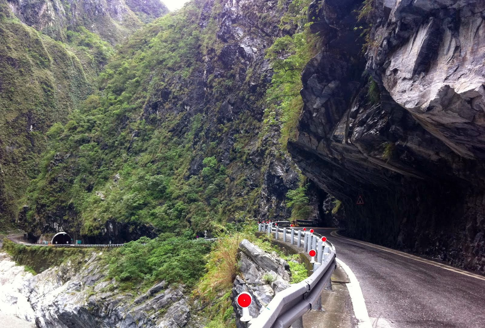 taroko-gorge-road-dangerous-roads