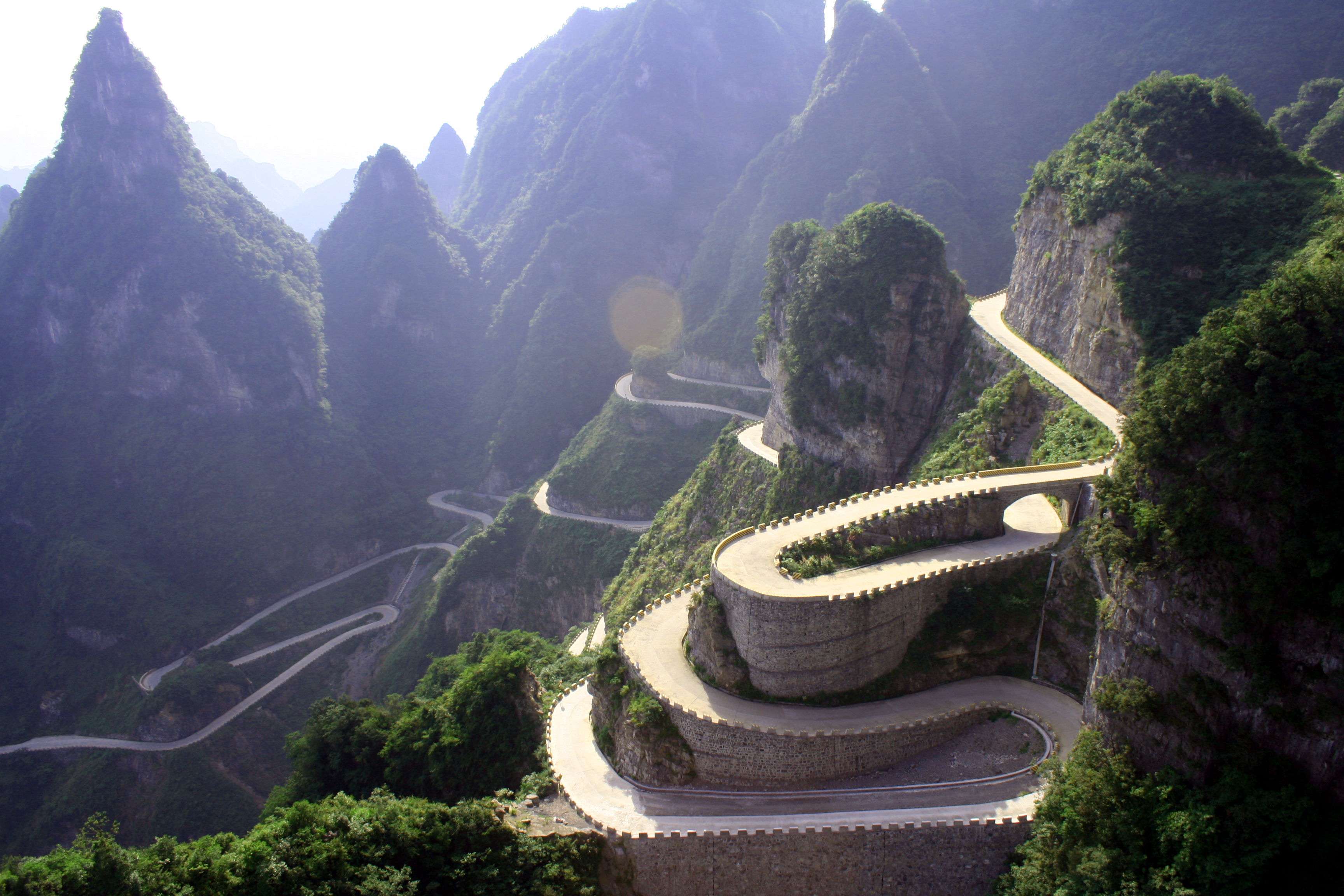tianmen-mountain-dangerous-roads