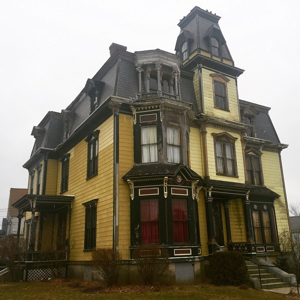 Gardner Haunted House: No One Will Buy This Beautiful Mansion Because It Comes