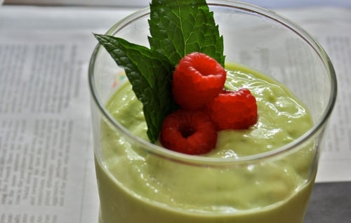 Avocado and raspberry smoothie