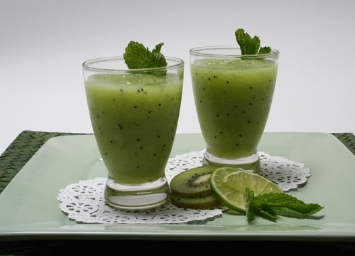 Honeydew and kiwi smoothie