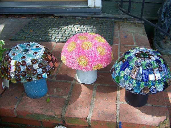 It's now time to ditch 'growing' mushroom because with the help of a few of your old vases and jars, you can 'create' the most beautiful mushroom in the world!