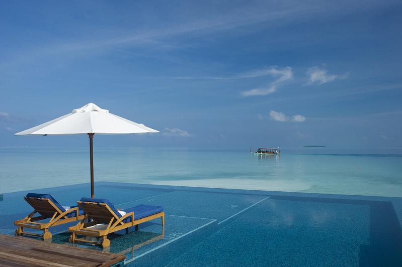 rangali-island-infinity-pool, maldives