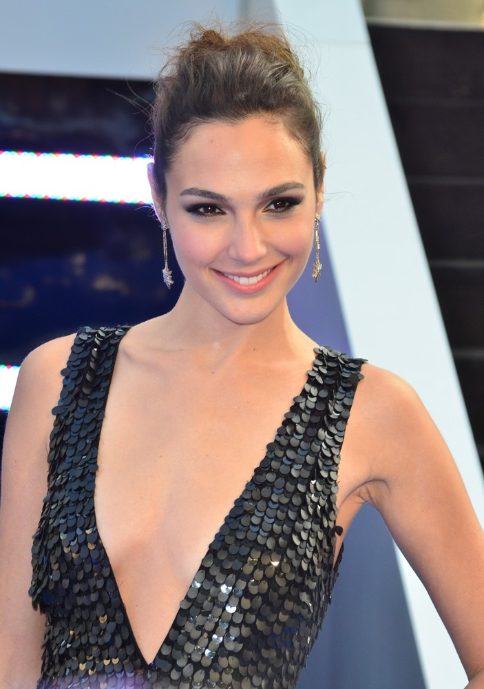 gal-gadot-uk-premiere-fast-and-furious-6-01