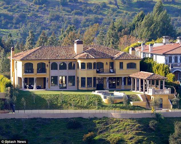 Batch 5- 15 Amazing Homes of Hollywood Celebrities- Kanye West and Kim Kardashian