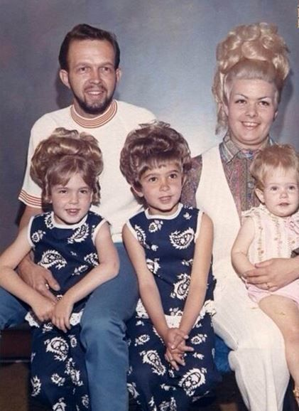 12 Awkward And Creepy Family Photos That Will Leave You -9086