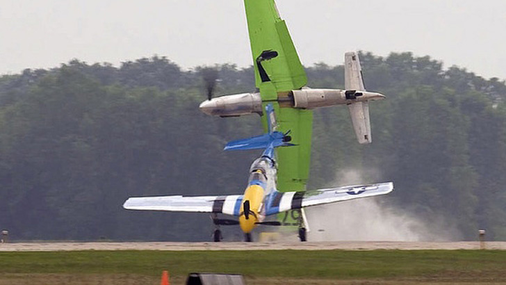 1473205330050-air-show-stunt-goes-wrong-1473103591575