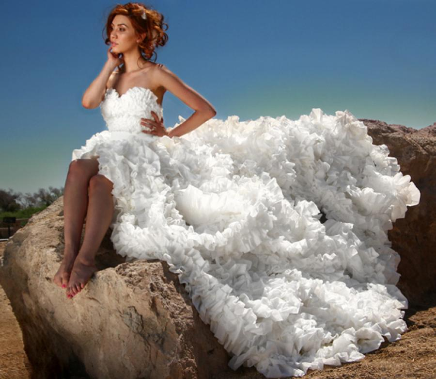18 Insane Wedding Dresses You Won't Believe Exists (#4 Is