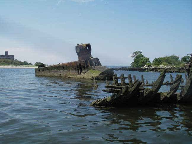 003--13-submarine-in-the-coney-island-creek-446093